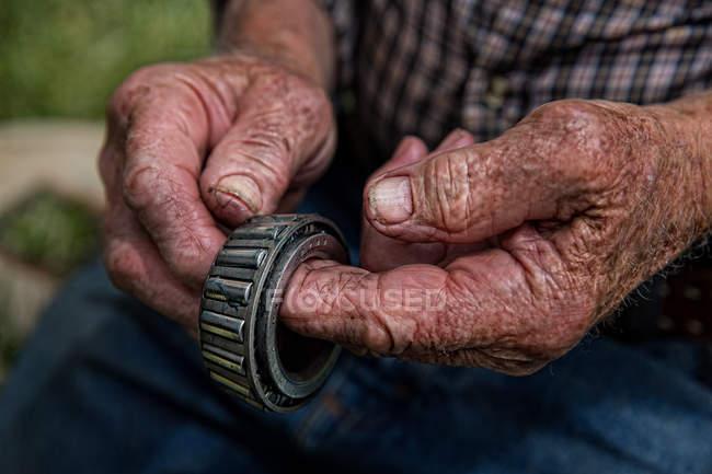 Old farmer hands — Stock Photo
