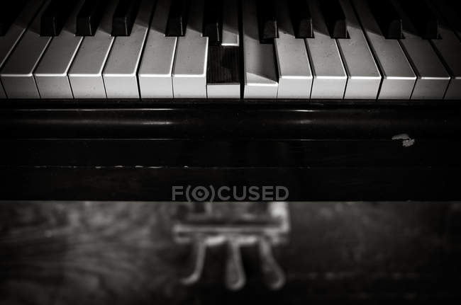 Classical piano keyboard — Stock Photo