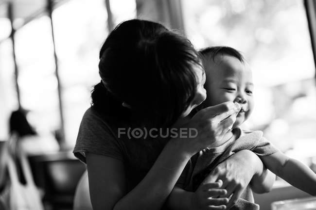 Mother feeding child — Stock Photo