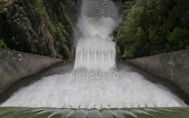 Большой водопад в Норт-Ванкувере — стоковое фото