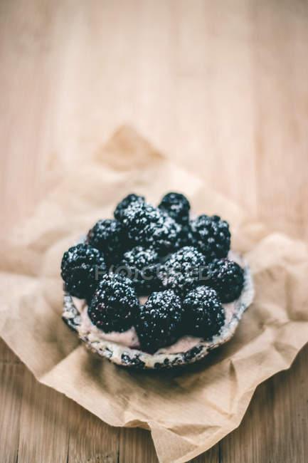 Fresh healthy blackberry tart — Stock Photo