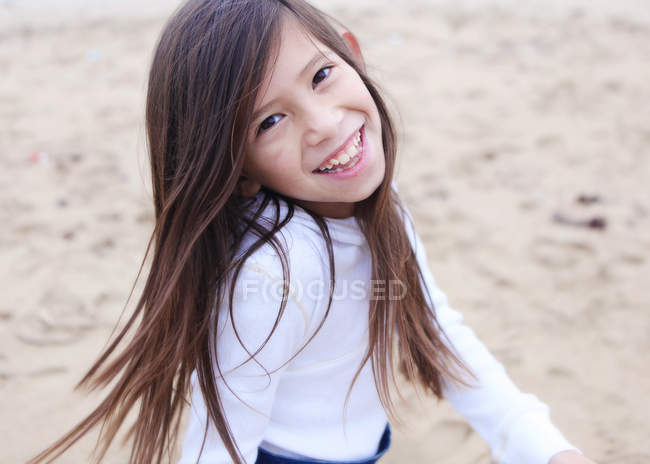 Smiling girl on beach — Stock Photo
