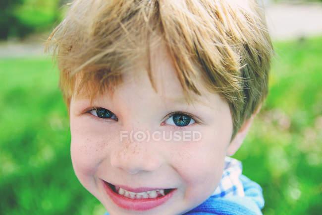 Boy smiling at camera — Stock Photo