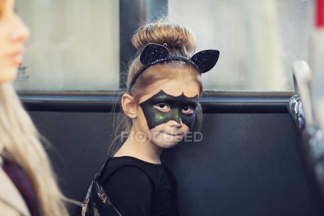 Fille en costume de chauve-souris — Photo de stock
