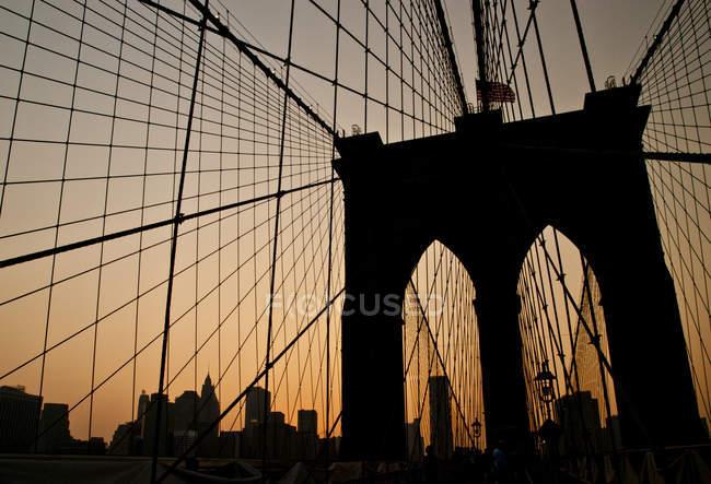 Ponte de Brooklyn ao pôr do sol — Fotografia de Stock