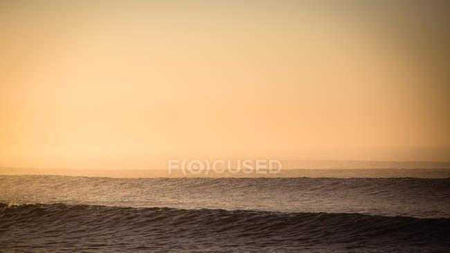 Mare al tramonto a Malibu — Foto stock