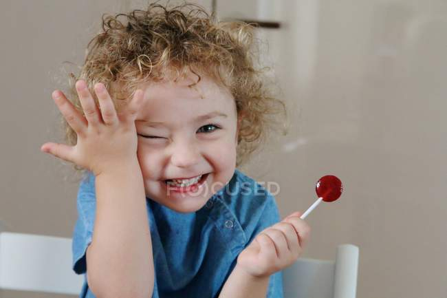 Smiling child with lollipop — Stock Photo