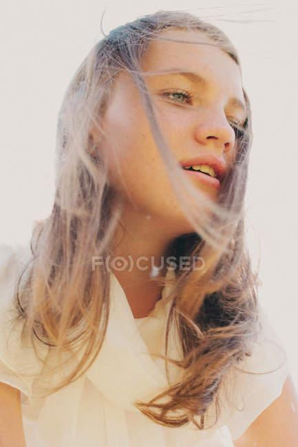 Красивая девочка-подросток — стоковое фото