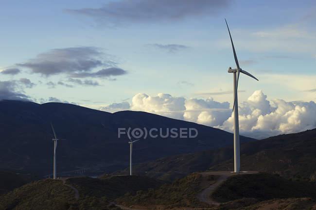 Trois éoliennes — Photo de stock