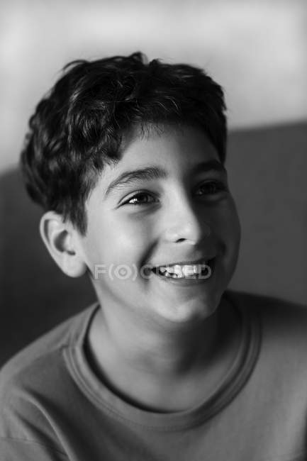 Portrait de garçon souriant — Photo de stock