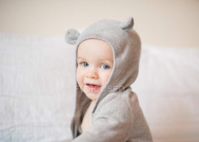 Garotinho no traje com orelhas — Fotografia de Stock