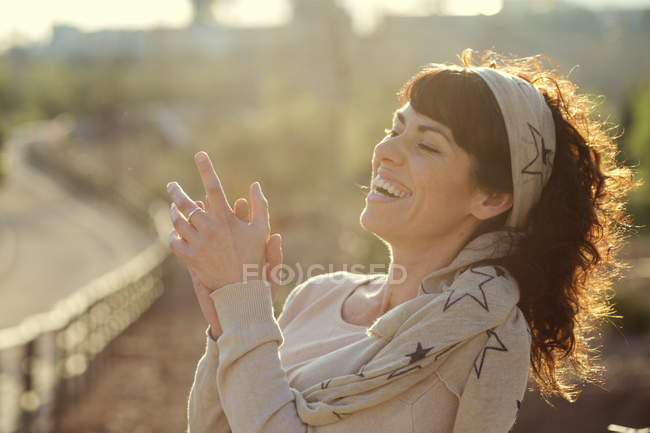 Woman laughing and clapping hands — Stock Photo