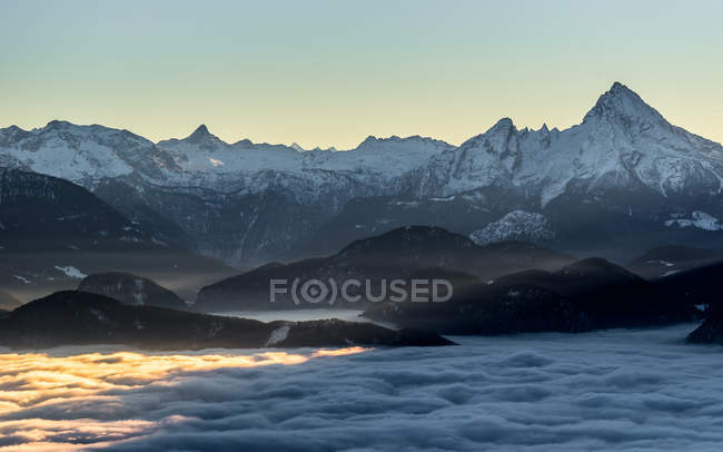 Mountain peaks above clouds — Stock Photo