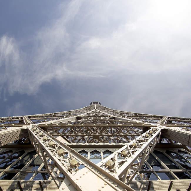 Bottom view of Eiffel Tower — Stock Photo