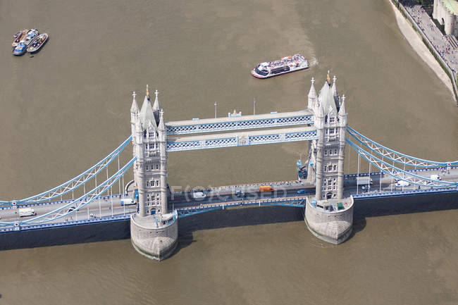 Elevated view of Tower Bridge — Stock Photo