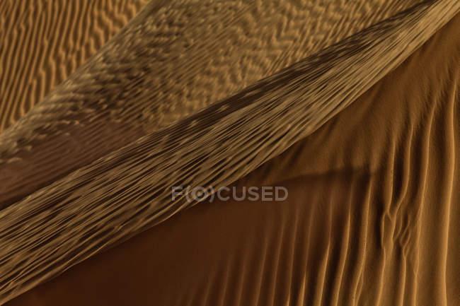 Vagues de sable dans le désert — Photo de stock