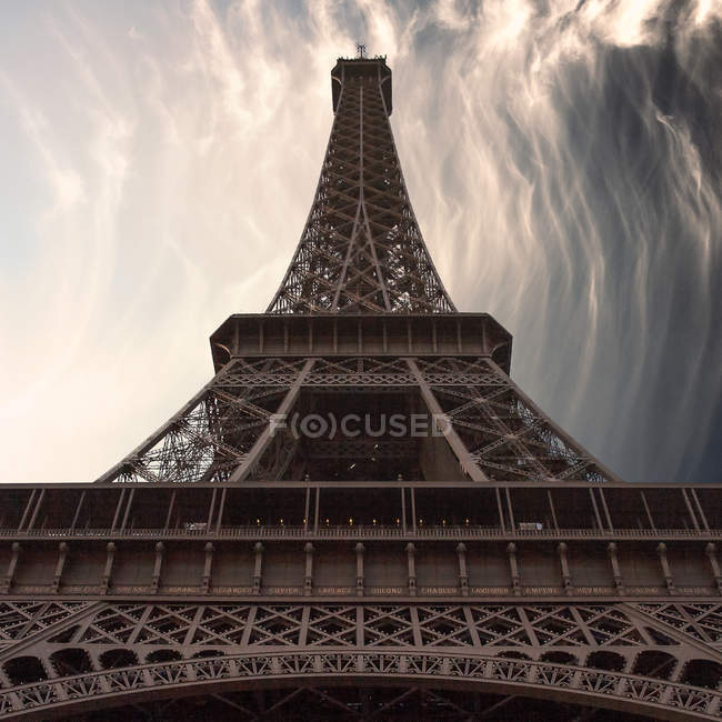 Bottom view of Eiffel Tower — Stock Photo