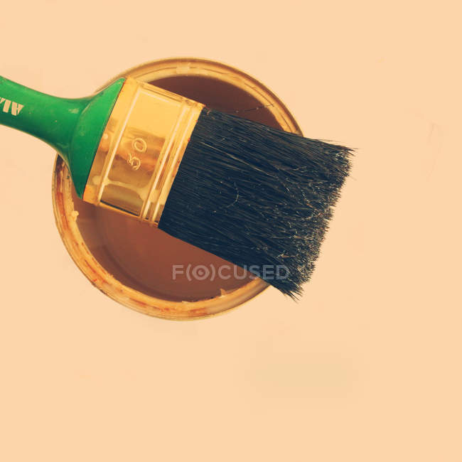 Paintbrush on top of paint can — Stock Photo