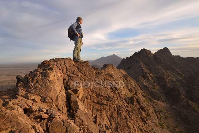 Climber standing on top of Mountain — Stock Photo