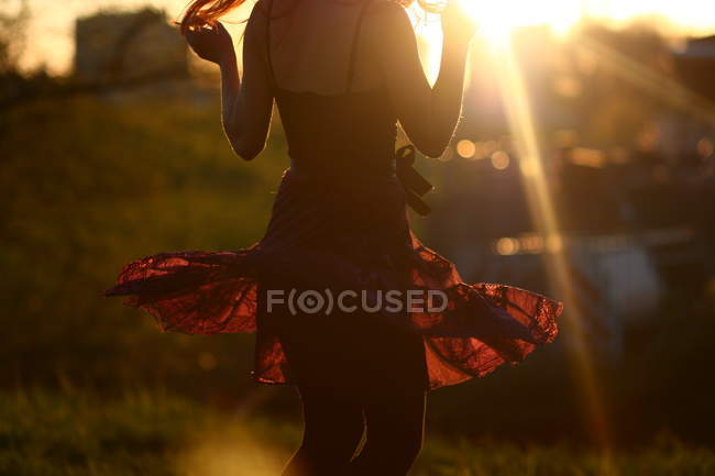 Young woman dancing at sunset — Stock Photo