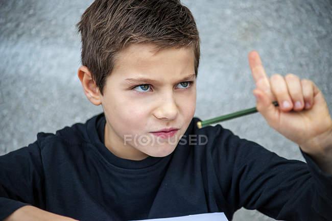 Garçon refusant de faire ses devoirs — Photo de stock