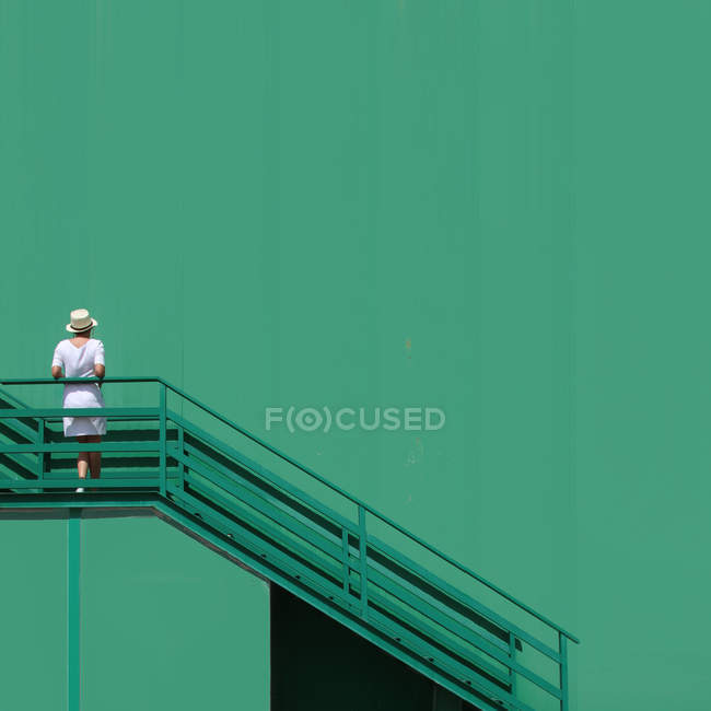 Woman with hat on stairs — Stock Photo