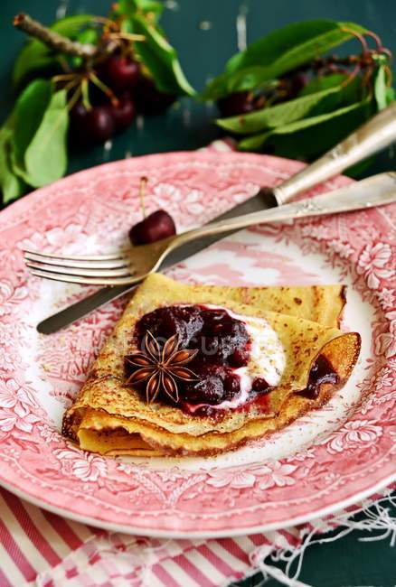 Crêpes à la cerise rôtie — Photo de stock