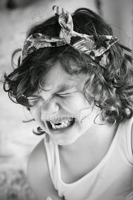 Ragazzina ridendo — Foto stock