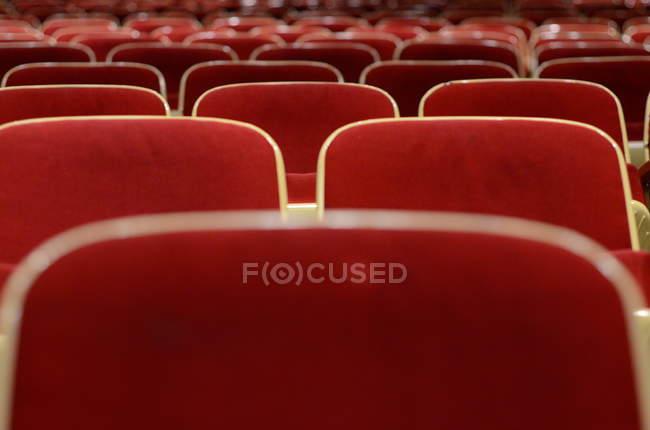 Красный бархат театр мест — стоковое фото