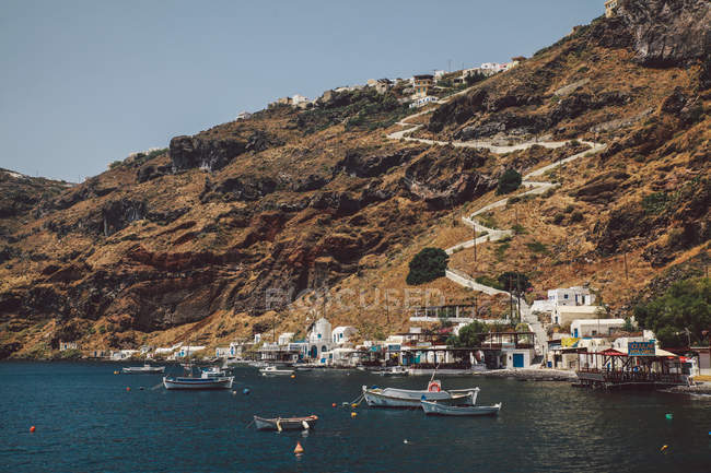 Вид на місто по морю — стокове фото