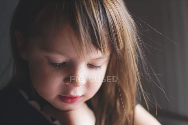 Портрет маленькой девочки — стоковое фото