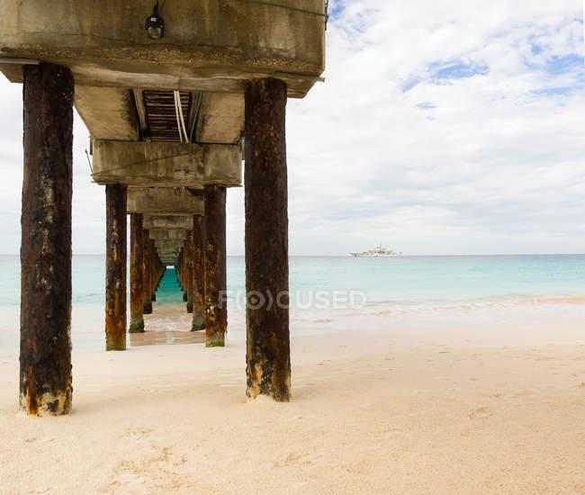 Jetée en bois en Barbade — Photo de stock