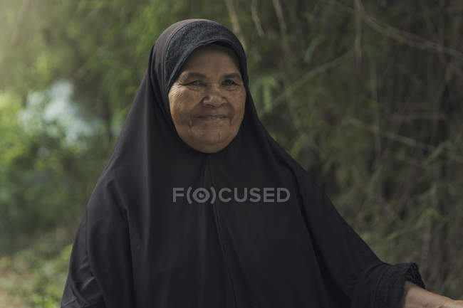 Old Muslim woman — Stock Photo