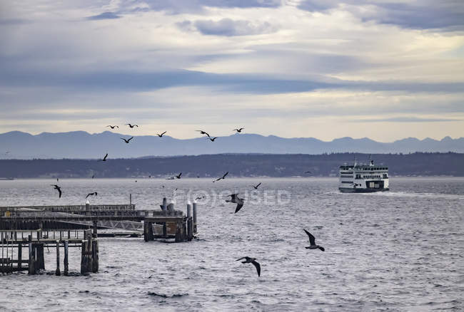 Ferry leaving Port Townsend — Stock Photo