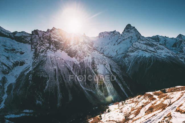 Schneebedeckter Gipfel — Stockfoto