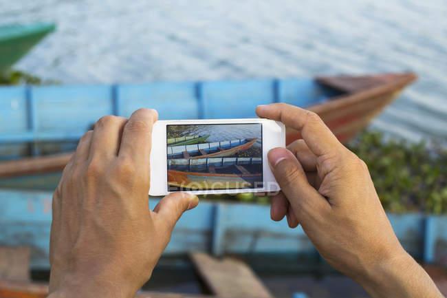 Menschen nehmen Foto von Booten — Stockfoto