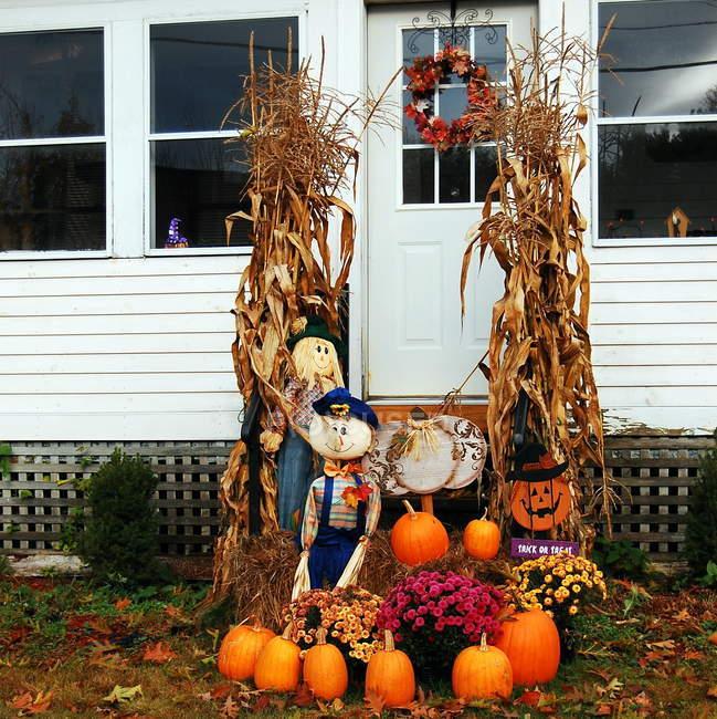 Décoration d'Halloween à l'extérieur du bâtiment — Photo de stock