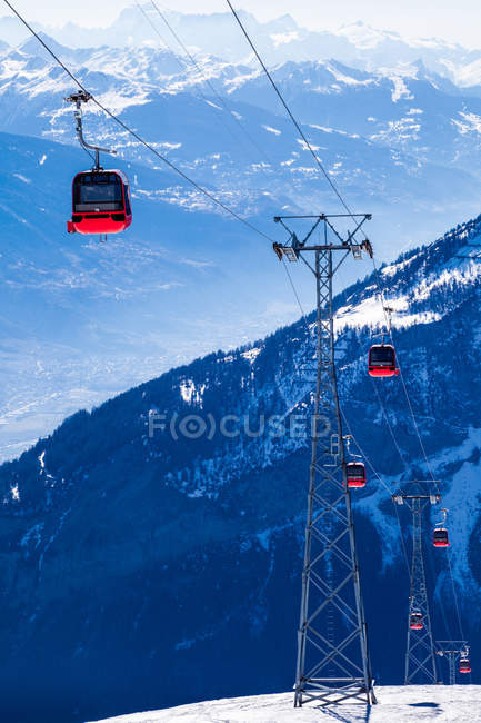 Overhead cable cars — Stock Photo