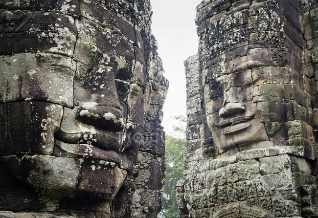 Giant stone heads at Bayon Temple — Stock Photo