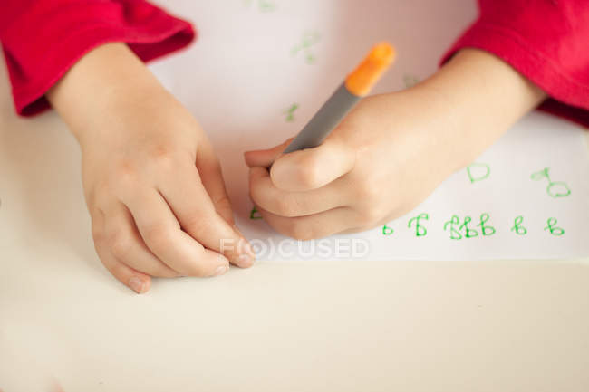 Girl learning to write — Stock Photo