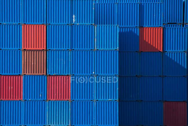 Склады морских контейнеров — стоковое фото