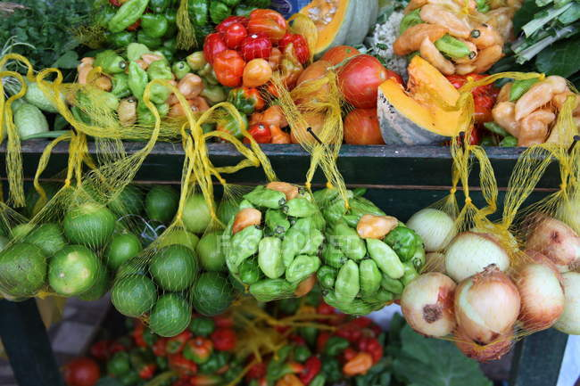 Vegetables in market stall — Stock Photo
