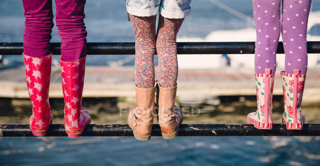 Girls standing on railing — Stock Photo