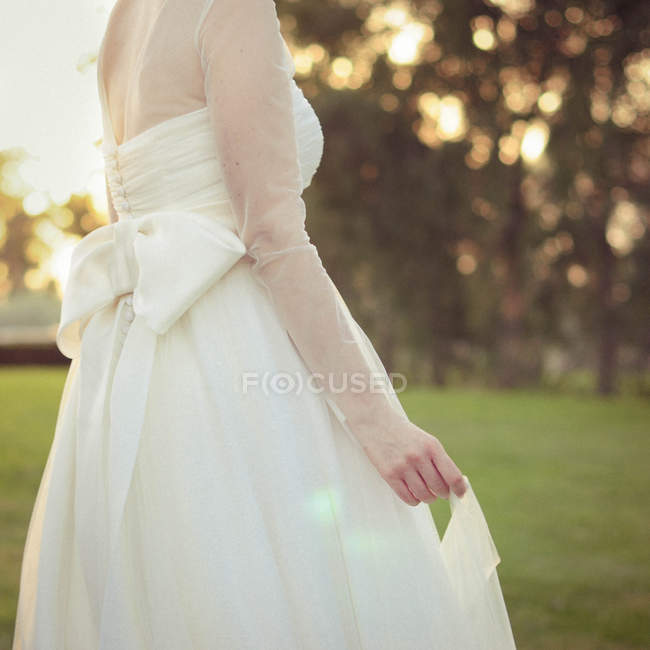 Mid-section of young bride — Stock Photo