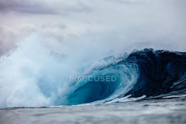 Великий синій порушення хвилі — стокове фото
