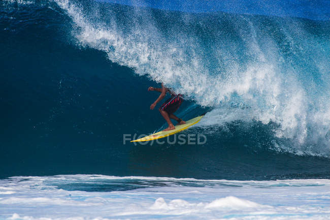 Surfer riding through a barrel wave — Stock Photo
