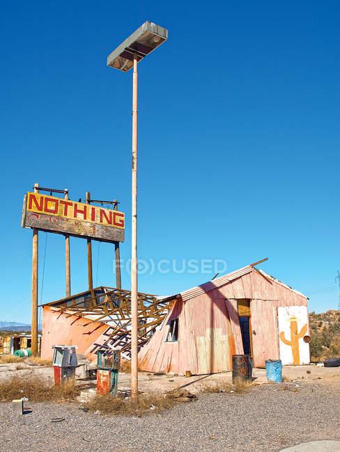 Edificio abbandonato e in rovina — Foto stock