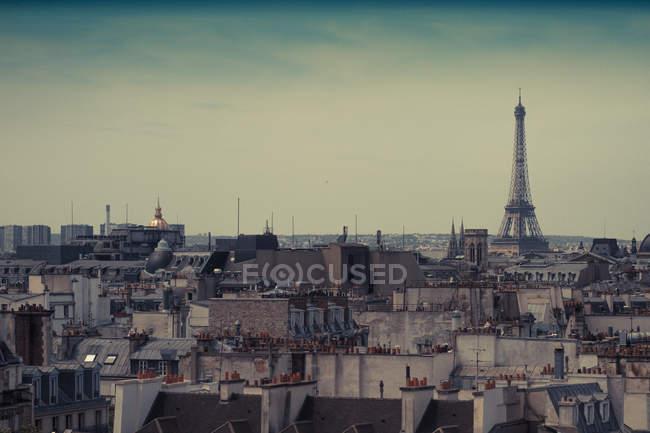 Paysage urbain avec tour eiffel — Photo de stock