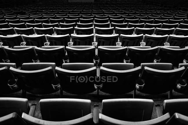 Sitzreihen leer — Stockfoto