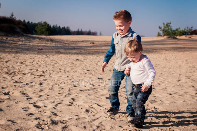 Two boys playing on beach — Stock Photo